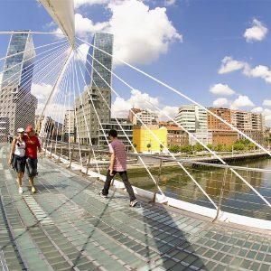 Bilbao. Pasarela del Campo de Volant'n o Zubizuri y las torres P